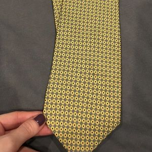 Yellow patterned tie